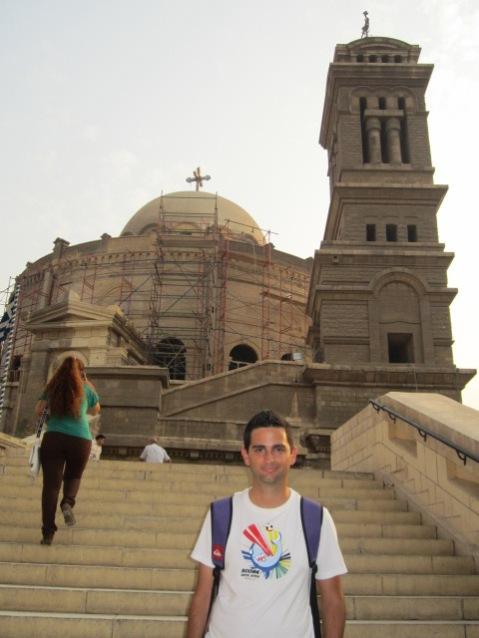 Eu junto à Igreja Ortodoxa Grega de S. Jorge